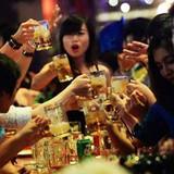 """Nắng nóng, người Việt """"uống bia như uống nước lã"""", nên làm gì để thay đổi?"""