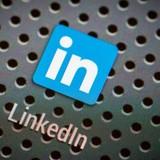 Bill Gates nói Microsoft thâu tóm LinkedIn là để đương đầu với Facebook