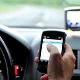 Lùi phạt lỗi dùng điện thoại khi lái xe đến 1/1/2017