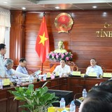 """Bộ trưởng Bộ Giao thông vận tải """"hỏi khó"""" Chủ tịch tỉnh Hậu Giang"""
