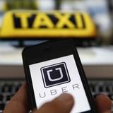 Cãi nhau, tài xế Uber đuổi khách xuống xe giữa trời mưa