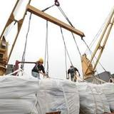 """Bị Trung Quốc, Thái Lan """"vượt mặt"""", xuất khẩu sang Lào giảm thê thảm"""