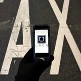 """Có hay không Uber cố tình """"móc túi"""" khách hàng ?"""
