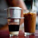 Cà phê bán ngoài đường: Có ly không hề có cà phê