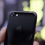 """iPhone 7 và 7 Plus """"đọ"""" ngâm nước cùng các smartphone Samsung"""
