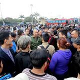 Cả trăm xe khách dừng chạy phản đối việc chuyển khỏi bến Mỹ Đình