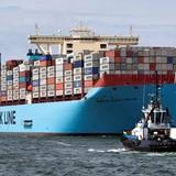 Alibaba bán cả một chỗ trên tàu container ngoài biển
