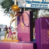 Thị trường 24h: Hồng mạ vàng vỉa hè hút khách dịp valentine