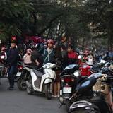 """Báo động nạn trông xe """"chặt chém"""" ở Hà Nội: Thu gấp 10 lần giá quy định"""
