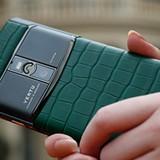 """Vertu đổi chủ lần 3 trong 5 năm, về tay """"kẻ thù"""" của Nokia"""