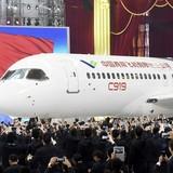 """Máy bay """"made in China"""" cất cánh vào tháng sau"""