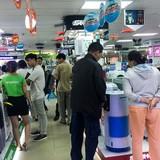Người Sài Gòn đổ xô đi mua máy lạnh chống chọi mùa nắng nóng