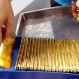 Giá vàng tái xuất mốc 1.200USD/oz nhờ USD suy yếu