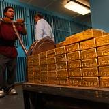 """Giá vàng """"kẹt"""" tại mốc 1.165USD giữa phiên họp Fed"""