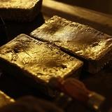 """Giá vàng tăng 6 phiên, """"rình"""" mốc 1.300USD/oz"""