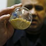 Giá vàng giảm xuống thấp nhất trong tháng Tư