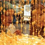 Giá vàng chốt tuần giảm mạnh nhất 4 tháng
