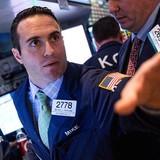 """Fed hạ giọng điệu, chứng khoán Mỹ """"bốc hơi"""""""