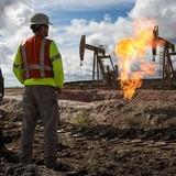 Giá dầu chốt tuần tại đáy 5 tháng