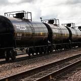 """Giá dầu """"sụt lún"""" mạnh sau số liệu nguồn cung tăng tại Mỹ"""