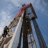 Giá dầu mất đà tăng bất chấp Arab Saudi cam kết ổn định thị trường