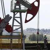 Giá dầu tăng 26% trong quý II
