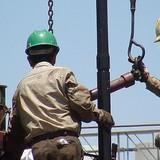 Chứng khoán sụt điểm, giá dầu thô trôi dốc