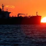 Giá dầu giảm phiên cuối, nhưng chốt tuần tăng 0,9%