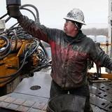 Giá dầu lên đỉnh cao nhất từ đầu năm