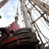 Giá dầu sụt lún sau tin Arab Saudi hoài nghi thỏa thuận đóng băng sản lượng