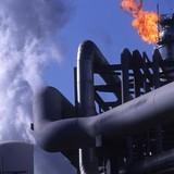 Giá dầu lập đỉnh 1 tháng sau thỏa thuận cắt sản lượng của OPEC
