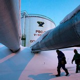 Giá dầu kết lại tuần giảm hơn 3% khi sản lượng OPEC lập kỷ lục mới