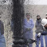 Giá dầu sụt 1% khi sản lượng OPEC đạt đỉnh 8 năm