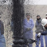 Giá dầu trồi sụp mạnh theo dõi diễn biến đàm phán giảm sản lượng của OPEC