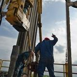 Giá dầu vượt hơn 3% trước dấu hiệu nguồn cung bị gián đoạn