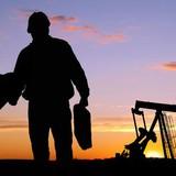 Giá dầu giảm khi lượng dầu lưu kho sụt ít hơn dự đoán