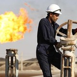 Giá dầu tăng nhẹ sau số liệu trữ lượng gây bất ngờ của Mỹ