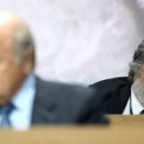 """Quan chức FIFA đã """"ăn đút lót"""" trong suốt 20 năm qua"""