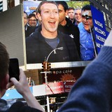 Facebook vượt giá trị gã khổng lồ bán lẻ Walmart