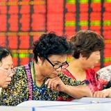 """Truyền thông Trung Quốc """"lèo lái"""" thị trường chứng khoán thế nào?"""