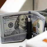 """Đồng USD """"thất thế"""" vì giá dầu tăng"""