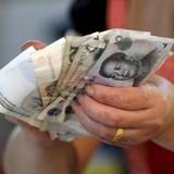 Trung Quốc lần đầu tiên hạ tỷ giá nhân dân tệ sau 10 phiên tăng