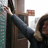 """Đồng Rúp Nga """"ngã nhào"""" xuống đáy hơn 1 năm vì giá dầu"""