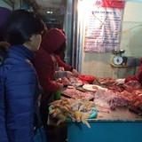 Rét lịch sử: Chợ khan hiếm, Hà Nội xếp hàng mua rau thịt