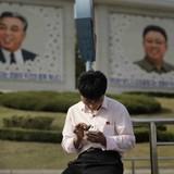 """Dân Triều Tiên liều mình dùng """"điện thoại di động Trung Quốc"""""""