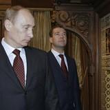 """Moscow vẽ đặc ân cho nhóm """"bạn thân"""" ông Putin"""