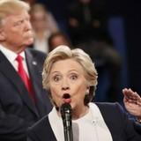 """Những điểm nóng trong phiên """"đấu khẩu"""" cuối cùng giữa ông Trump và bà Clinton"""