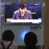 """Chứng khoán Hàn Quốc """"bốc hơi"""" 1,5 tỷ USD trong 1 tuần vì bê bối của Tổng thống Park"""