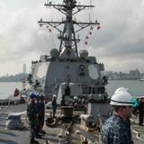 Tàu khu trục Hoa Kỳ USS Mustin cập Cảng Cam Ranh