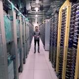 Thăm trung tâm lưu trữ dữ liệu của Google qua video 360